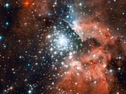 extreme-star-cluster-bursts-into-life-in-new-hubble-image
